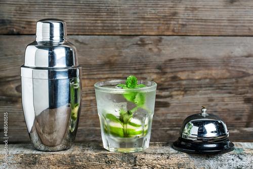Obraz na plátně mojito cocktail bur rustic table selective focus