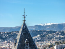 Arrière Pays Niçois Enneigé Et Baou De Saint Jeannet Sur La Côte D'Azur