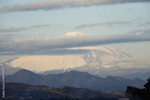 Obraz na plátne Mt.Fuji covered with snow that emerged from the clouds.