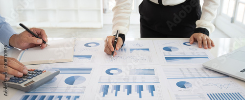 Cuadros en Lienzo Business people meeting and analysis market data research  have been informed