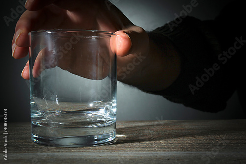 Male hand with empty glass Fototapet