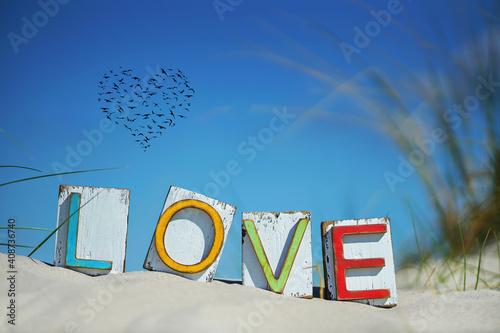Obraz na plátně buntes Love Schild am Strand