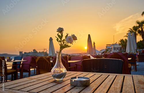 Billede på lærred beach restaurant at evening