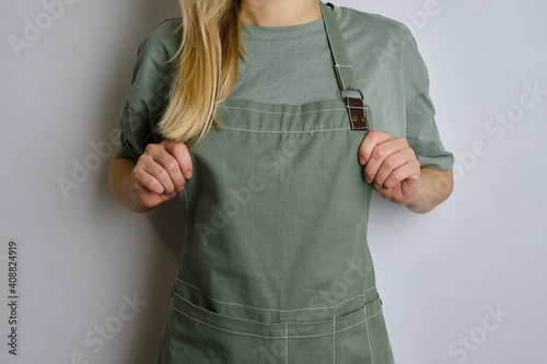 Fotomural A woman in a kitchen apron
