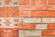 Old orange brick wall. Wall texture. Vintage texture. Brick wall corner. Alte rote Backsteinmauer. Wandbeschaffenheit. Vintage Textur. Ziegelmauer Ecke.