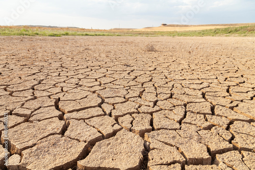 Dry and cracked land, dry due to lack of rain, in the Loteta reservoir, near the town of Gallur, Spain Fototapeta