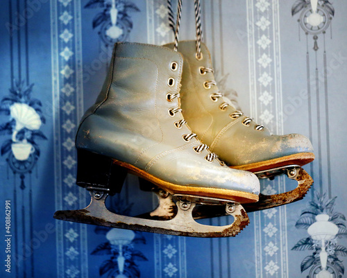 Photo background old skates on the wall © tanor27