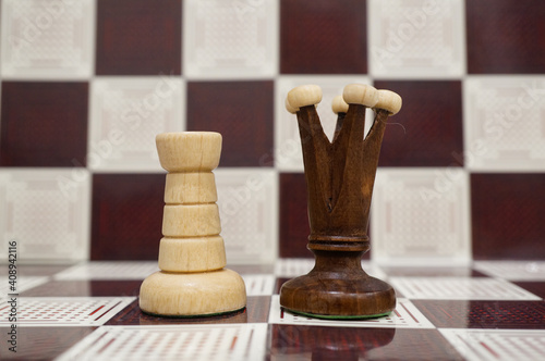 Photo Close-up shot of a black Queen and white Pawn on the chess board