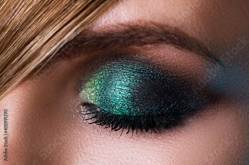 Female eye with a green eyeshadow Fototapet