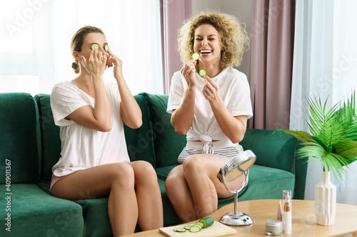 Fototapety, obrazy: Two beautiful girls applying cucumber slices for under eye skin