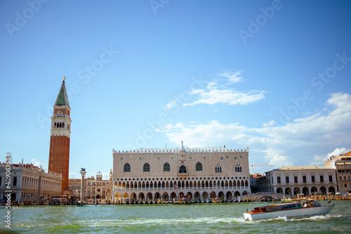 Fotografía landscape with saint marks campanile and doges palace