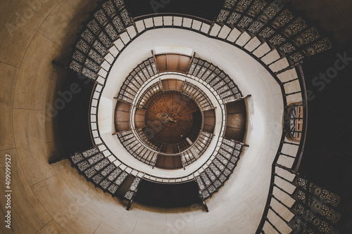Papel de parede staircase in the old castle