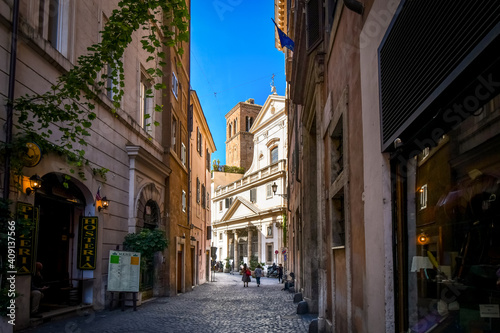 Canvastavla Day view of a shaded alley and the Church of Sant' Eustachio with the head of a white stag holding it's cross in historic Rome, Italy