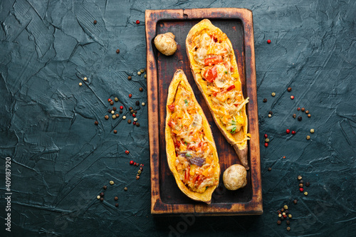 Fotografia Roasted yam stuffed with vegetables