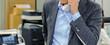 Leinwandbild Motiv オフィスワーク 電話をするビジネスマン