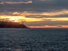 Lever De Soleil Sur La Mer Et Le Phare De La Presqu'île Du Cap Ferrat Près De Nice Sur La Côte D'Azur