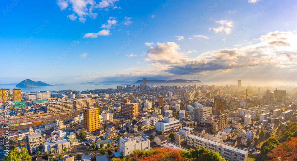 Fototapeta 青空の都市風景 香川県