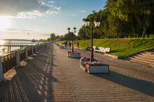 Gold Ring Of Russia. Historical Embankment Of The Volga River, With Sculptures And A Walking Pedestrian Boulevard On A Summer Evening