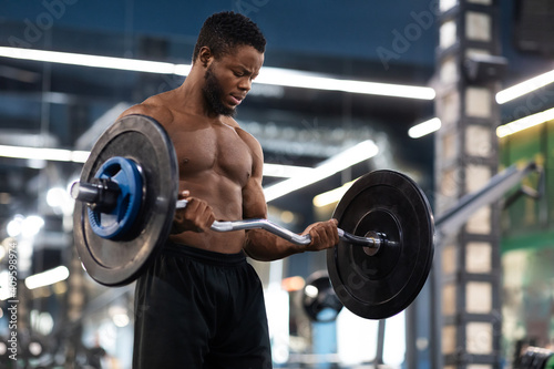 Leinwand Poster Athletic black man making powerlifting at gym