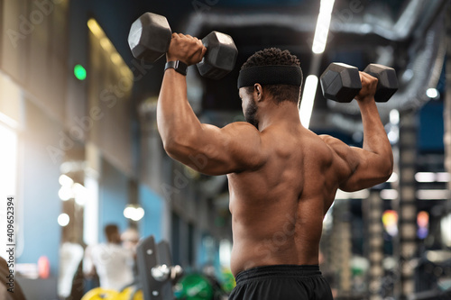 Back view of african american man exercising at gym Fototapete