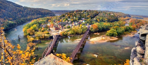 Fotografía Harpers Ferry in West Virginia viewed from Maryland Heights during fall colors