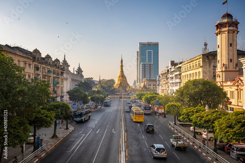 Fototapeta A 2020 Image of Downtown Yangon with Golden Sule Pagoda, Myanmar