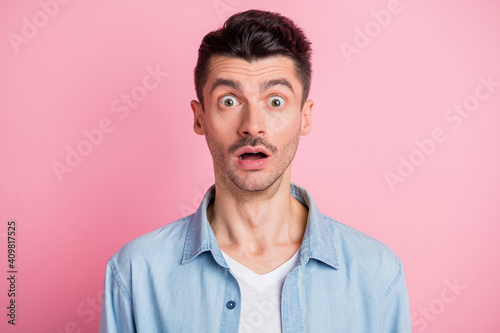 Fototapeta Photo portrait of amazed shocked man staring with opened mouth isolated pastel pink color background obraz na płótnie
