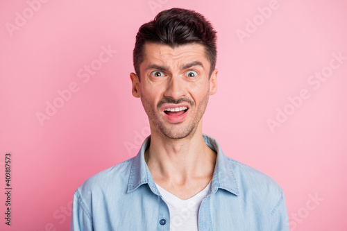 Fototapeta Photo of shocked irritated young brunette man negative reaction isolated on pastel pink color background obraz na płótnie