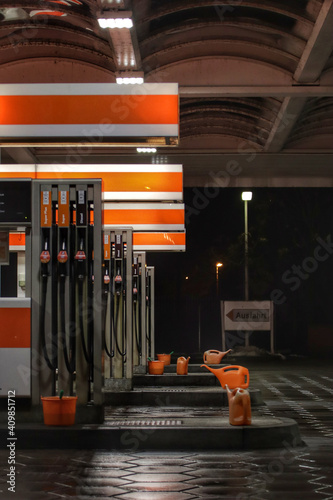 Vertical shot of a gas station in the night Fototapeta