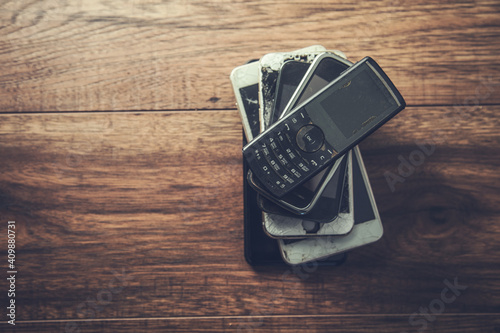Obraz old mobile phones on a table - fototapety do salonu