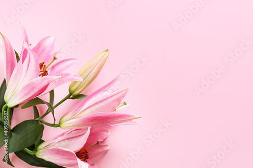 Carta da parati Beautiful lilies on color background