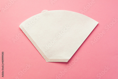 Bleached paper coffee filter for immersion brewing isolated on a colored pink background Fototapet