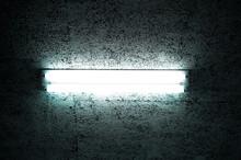 天井の蛍光灯の灯