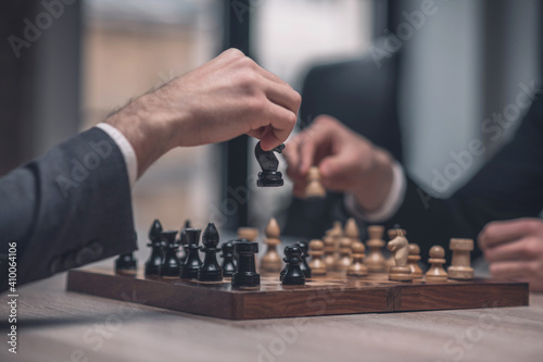 Obraz Hands of two players with chess pieces - fototapety do salonu