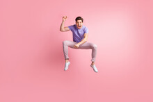Full Length Body Size Photo Of Playful Guy Imagine Riding Horse Wild West Shouting Isolated On Pastel Pink Color Background