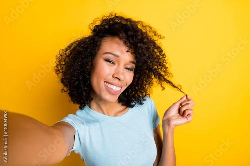 Photo of funky flirty dark skin wavy lady wear blue t-shirt taking selfie curl a Tapéta, Fotótapéta