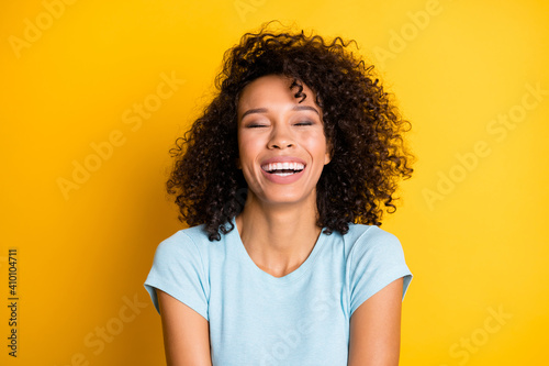 Fotografie, Obraz Photo of adorable funny dark skin curly woman dressed blue t-shirt laughing clos