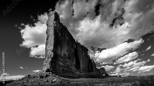 Black and White Photo of tall and fragile sandstone Rock Fin names the Tower of Tapéta, Fotótapéta