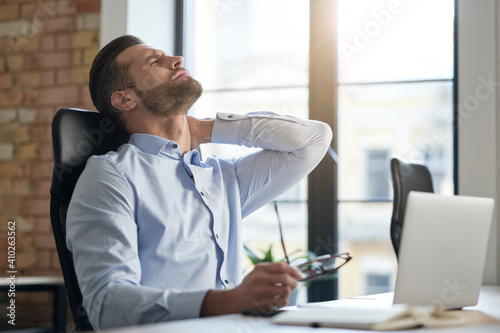 Canvas Print Office work causes health problems and pain in the muscles
