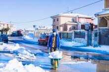 Retirando Nieve, Caminando De Frente