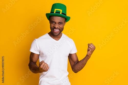 Fotografie, Tablou Portrait of delighted afro american guy win saint patrick contest raise fists sc