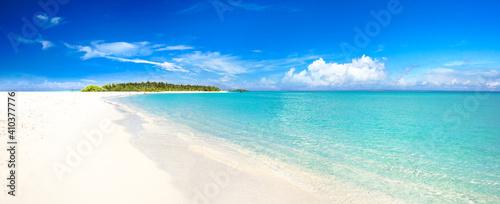 Fotografie, Obraz Sand spit of tropical island receding into distance