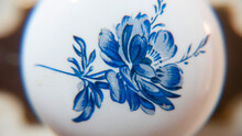 Detalle De Flor Azul Pintada En Pomo Cerámico De Mueble Antiguo