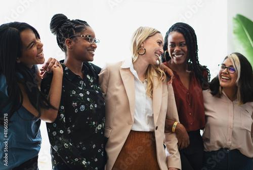 Canvas-taulu Diverse confident businesswomen standing together