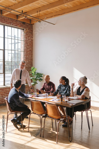 Canvas Print Diverse business team in a meeting