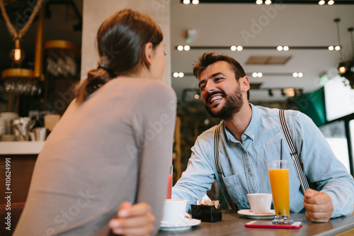 Obraz Young happy couple at a date in a coffee shop - fototapety do salonu