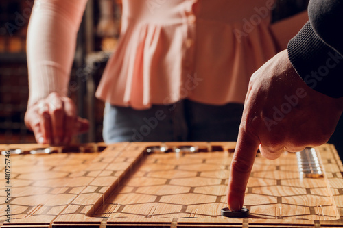 Leinwand Poster Playing backgammon game