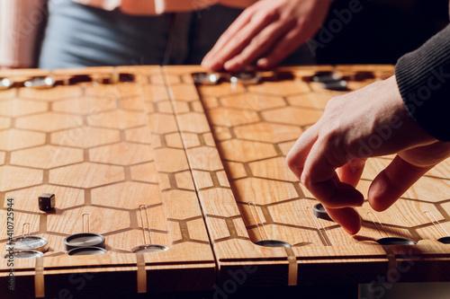 Foto Playing backgammon game