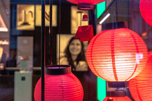 Hängende Leuchten, Artistisch, Rote Lichter