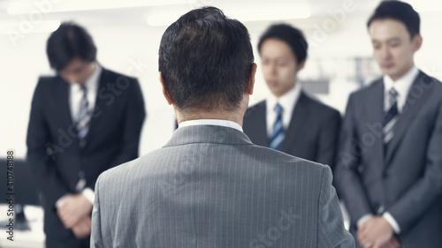 Obraz na plátně 説教を受けるビジネスマン